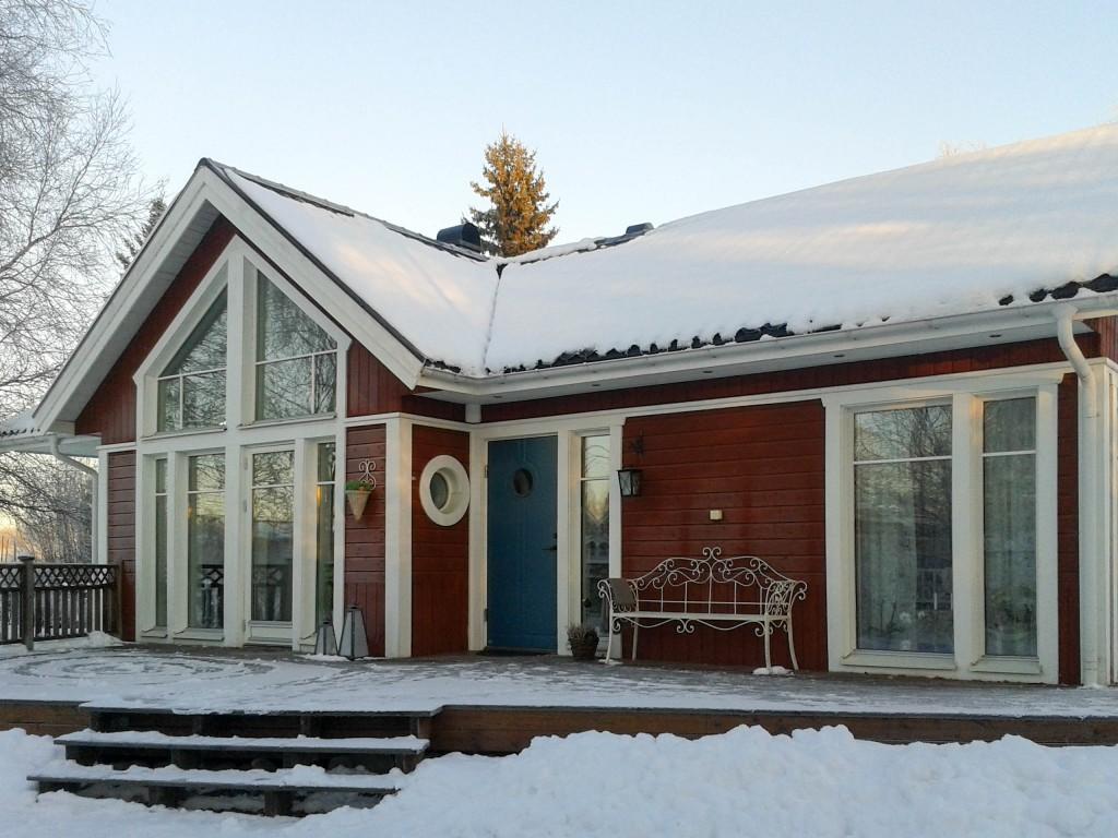 Fam Nordmarks hus i vinterskrud (1 av 1)